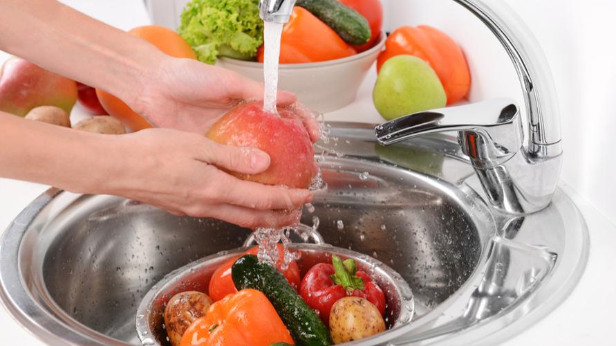 Pastikan buah yang dicuci sudah dalam keadaan benar-benar kering sebelum masuk kulkas