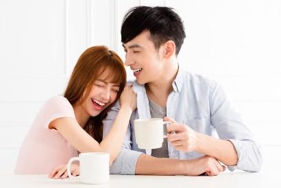 Cara menerima masa lalu pasangan adalah dengan berpikir positif dan menikmati saja kebersamaan Anda dengannya
