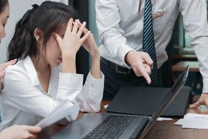 Tetap tenang saat menghadapi orang bossy