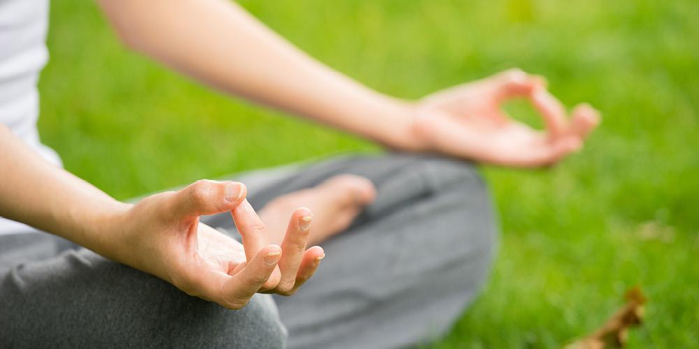 Meditasi bisa menjadi alternatif cara menghilangkan pusing dan mual