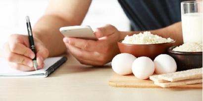 Mengurangi asupan kalori bisa bantu mengecilkan lengan tanpa olahraga