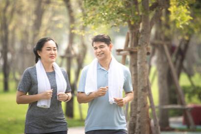 Cara membangkitkan gairah setelah menopause adalah dengan rutin olahraga