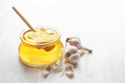 Bawang putih direndam dalam madu untuk diet
