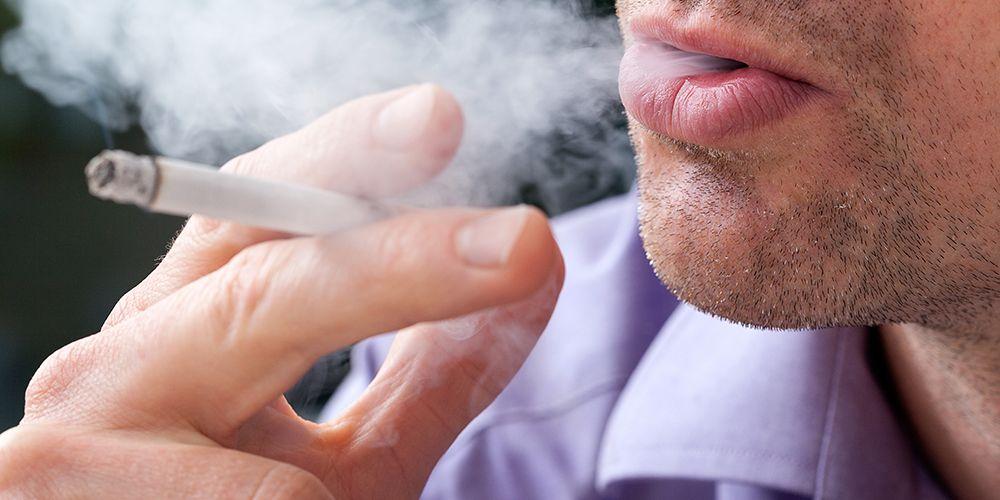Tetap merokok meski tahu bahayanya bagi kesehatan merupakan contoh disonansi kognitif