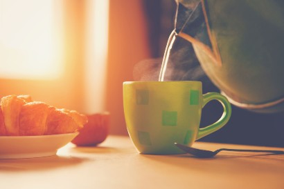 Minum air hangat maupun air dingin saat buka puasa ternyata sama baiknya bagi tubuh