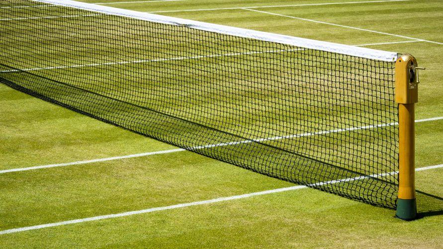 Tenis lapangan salah satu contoh permainan bola kecil