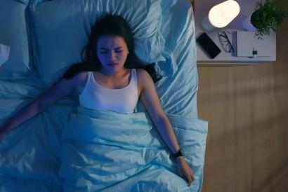 Penderita nomophobia sebaiknya menjauhkan handphone dari jangkauan saat malam hari