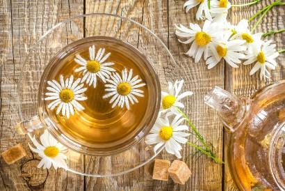 Teh chamomile termasuk obat herbal insomnia yang dapat memperbaiki kualitas tidur