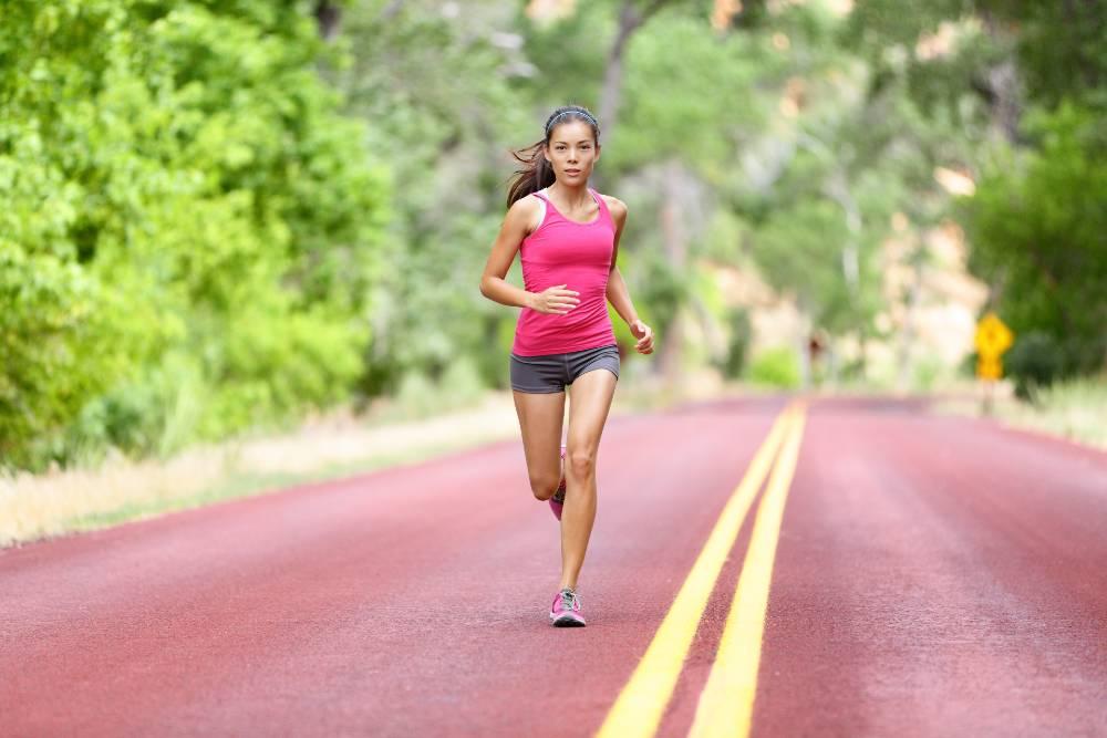 Olahraga high impact seperti lari membantu Anda mendapatkan performa tubuh yang baik
