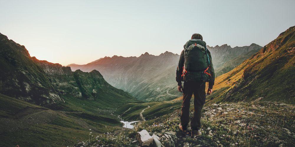 Naik gunung memiliki banyak manfaat untuk tubuh