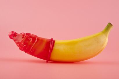 Gunakan kondom sebelum melakukan seks anal