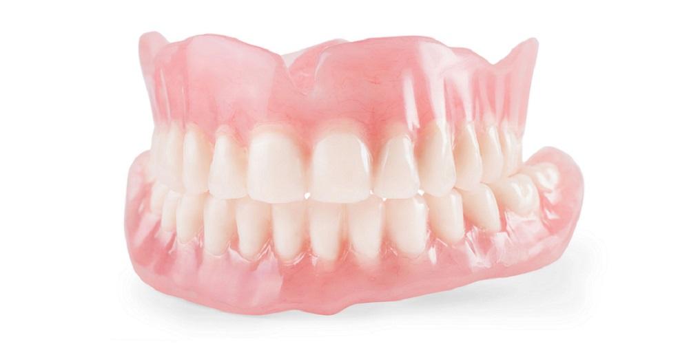 Dokter gigi spesialis prostodonsia akan membantu Anda membuat gigi palsu atau tiruan