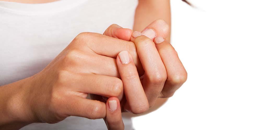 Ujung jari mati rasa merupakan salah satu gejala penyakit Raynaud