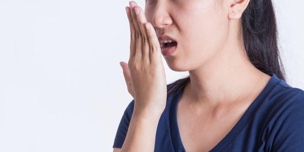 Efek samping air bawang putih adalah membuat napas menjadi bau