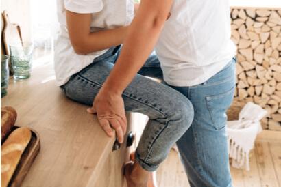 Posisi sex yang nyaman juga bisa dilakukan sambil berdiri