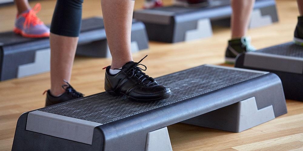 Posisi step up bisa jadi cara membentuk otot paha