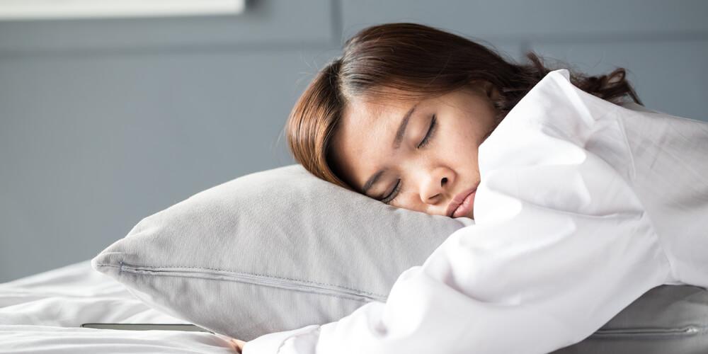 posisi tidur terlentang lebih baik dari posisi tidur tengkurap