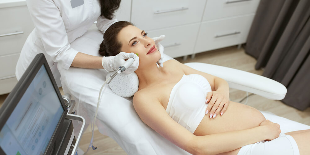 Prosedur perawatan wajah untuk ibu hamil seperti mikrodermabrasi sebaiknya dihindari