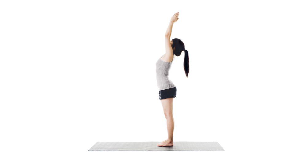 Raised hand pose dalam yoga namaskar