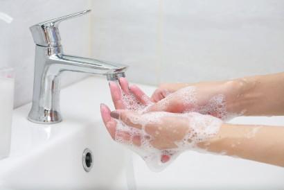 Rajin cuci tangan akan membantu mencegah hidung meler akibat flu