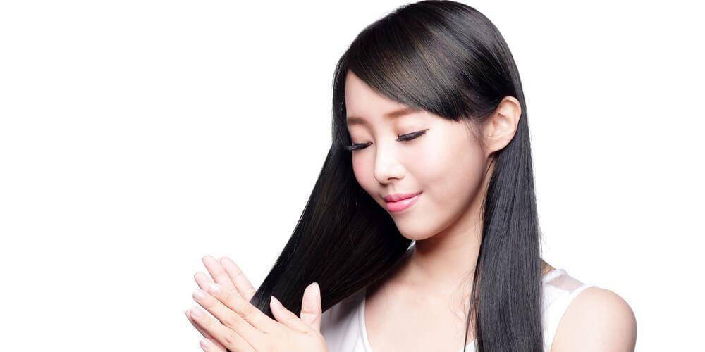 Rambut bersinar adalah manfaat lemon untuk rambut
