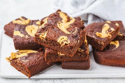 Resep brownies lumer bisa dibuat dengan cara dipanggang dan menambahkan cokelat lumer setelah matang