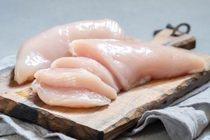 Untuk membuat resep dimsum ayam, Anda membutuhkan dada ayam yang telah dibersihkan