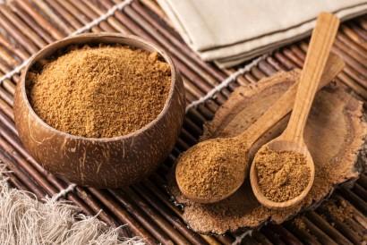 Gula aren merupakan salah satu bahan yang sering dipakai untuk membuat resep es kopi susu kekinian