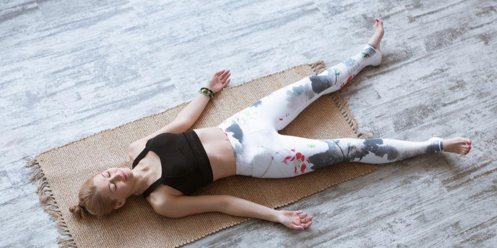 Posisi savasana yoga
