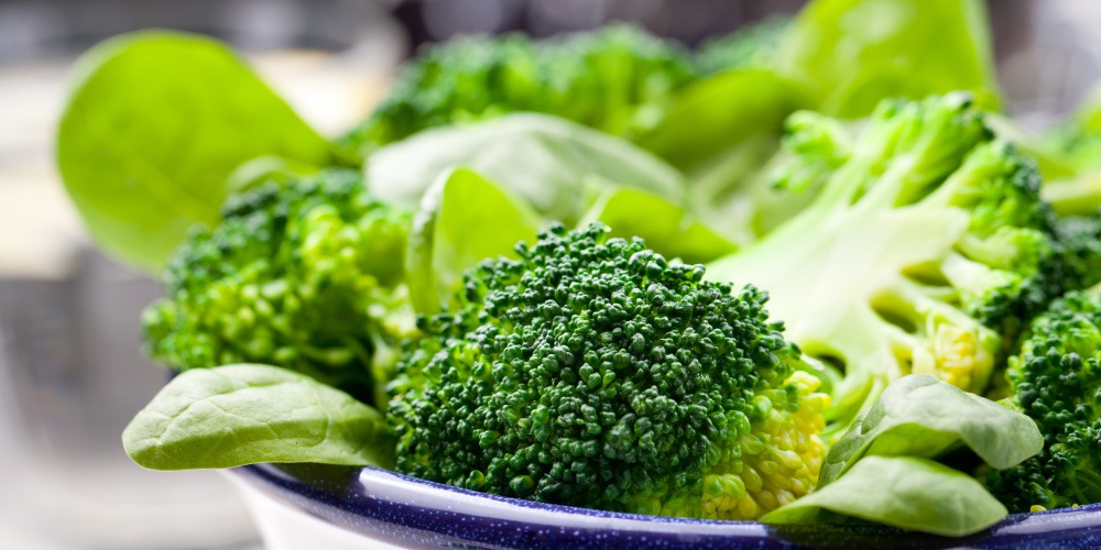 Sayuran hijau merupakan salah satu sumber asam folat