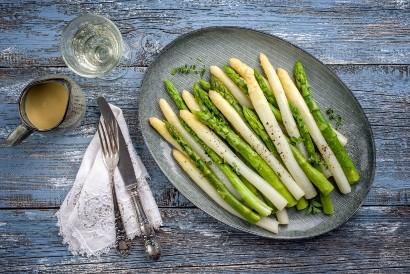 Asparagus merupakan sayuran yang mengandung vitamin K