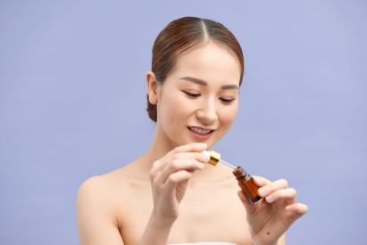 Cara pakai serum wajah yang benar bisa dilakukan setiap hari