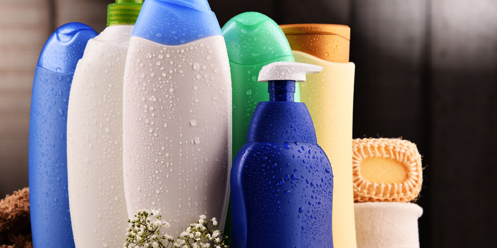 Pilih shampoo dan kondisioner yang mengandung biotin untuk mengurangi rambut rontok
