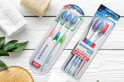 Cara atasi ngilu saat makan adalah menyikat gigi dengan sikat gigi berbulu lembut