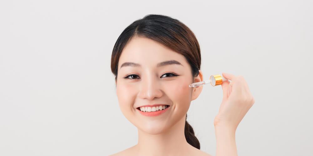Penyebab kulit wajah mengelupas adalah penggunaan obat-obatan untuk jerawat