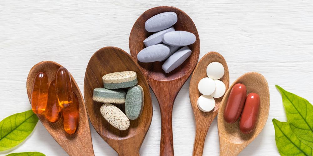 Selain dari makanan yang mengandung kolagen tinggi, Anda bisa mengonsumsi suplemen