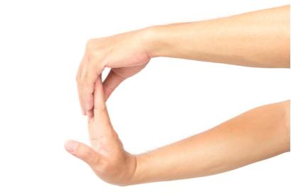 Lakukan terapi carpal tunnel syndrome terutama sebelum beraktivitas menggunakan tangan