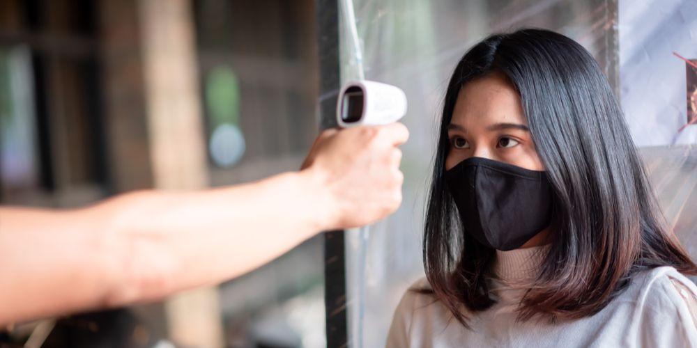 Thermo gun atau termometer tembak sudah cukup akurat mengukur suhu tubuh