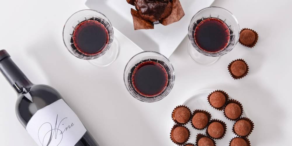 Jenis minuman beralkohol wine, rata-rata mengadung 14% alkohol