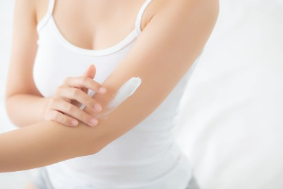 Selain sabun untuk kulit kering, jangan lupa gunakan losion untuk melembapkan kulit