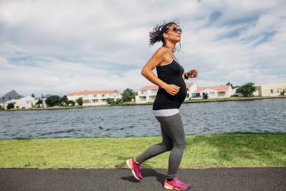 Jogging adalah salah satu olahraga untuk ibu hamil muda yang aman dilakukan