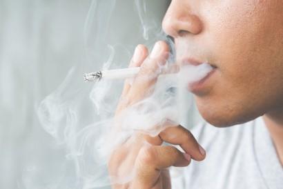 Otot berkedut bisa terjadi saat Anda terlalu banyak merokok